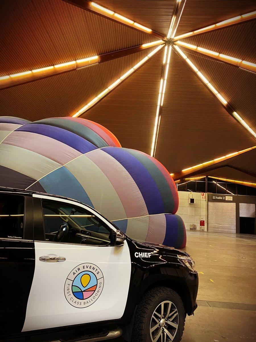Hoe cool is dit? Een fotoshoot van Brooklyn in een ballon én in onze magnifieke hal 1 😍 You have the idea ➩ we have the space! https://t.co/w5wKnUXLX1 https://t.co/fc0aQNDb3s