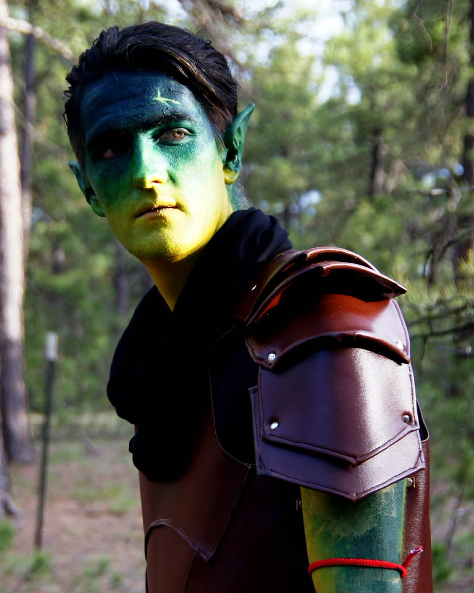 Is it Thursday yet? YUP and today I wanted to share one of my favorite shots of my Fjord Cosplay. This first photo has just the right lighting with the sun! This photo was also included in the September 2020 Cosplay gallery so I'm fond of it. #CriticalRoleArt #CriticalRole