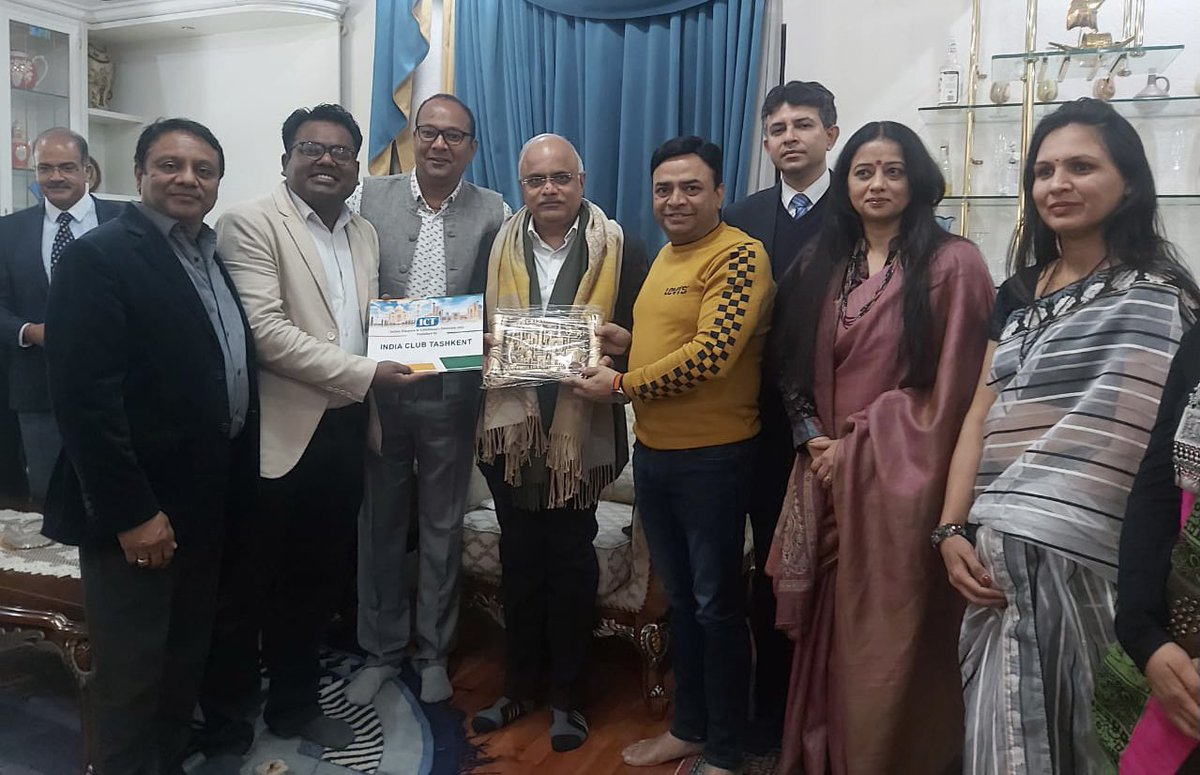 Before winding up Uzbekistan tour,interacted with Indians in Tashkent (mainly from India Club Tashkent) at the residence of Prof Chandra Shekhar,Director of @ICCR_Delhi 's Lal Bahadur Shastri Centre for Indian Culture!Indians making inroads in sectors like Pharmacy and Education!
