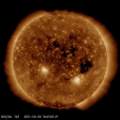 A transequatorial coronal hole is facing Earth. Enhanced solar wind could arrive in ~3 days - Follow live on