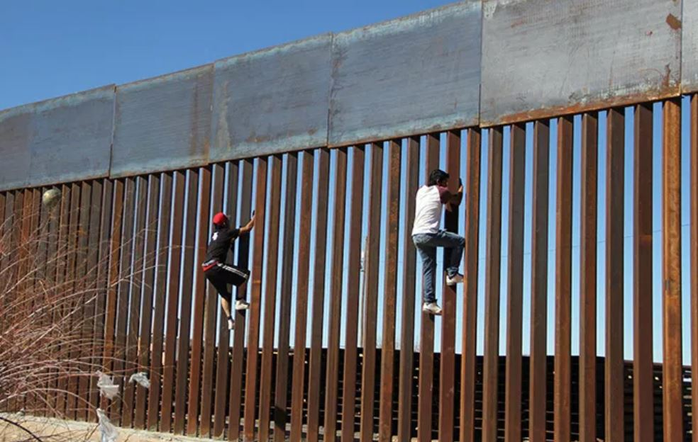 Secure Our Borders now. Hoards of illegal migrants and drug mules are today heading to our souther border. Stop it. Get Involved. Please Retweet. Come to   #TimAllen #Wednesdayvibe #ChrisSimms