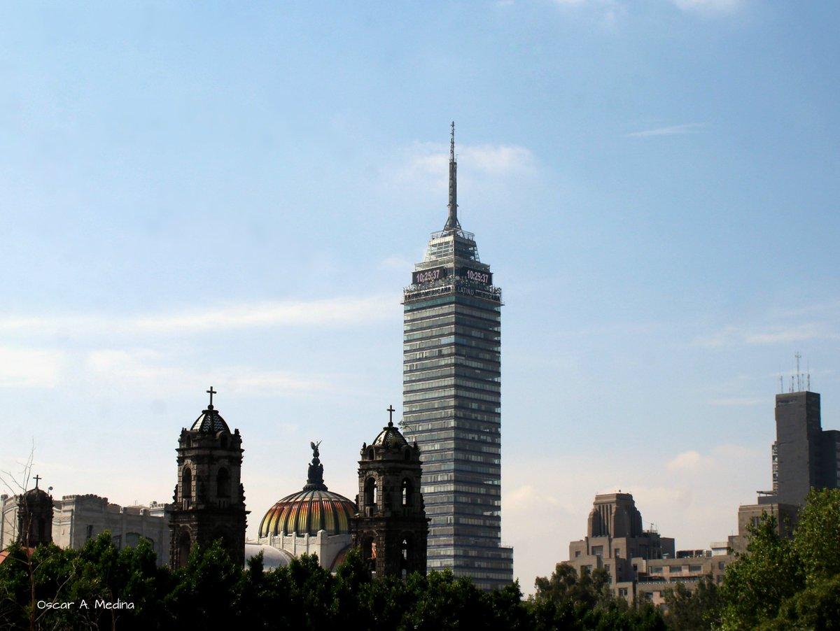 #libre #panoramica de la #CDMX aparece la #TorreLatinoamericana, el #PalacioBellasArtes  y las torres de la Iglesia de #Santa #Veracruz. #fotourbana #ciudad #gente #viajes #photography #photographer #fotodeldia #phototheday #sesiondefotos #mx #fotografia