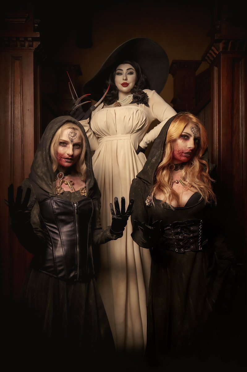 Lady Dimitrescu and her daughters from Resident Evil 8 🖤🩸 @ecchixdoll & @spookyfoxx_ 🩸🖤