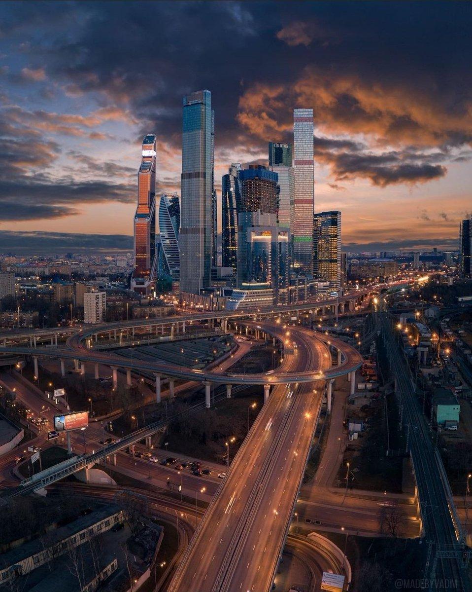 Replying to @RusEmbIndia: 🌞 Good morning, India!   📸 Moscow, Russia