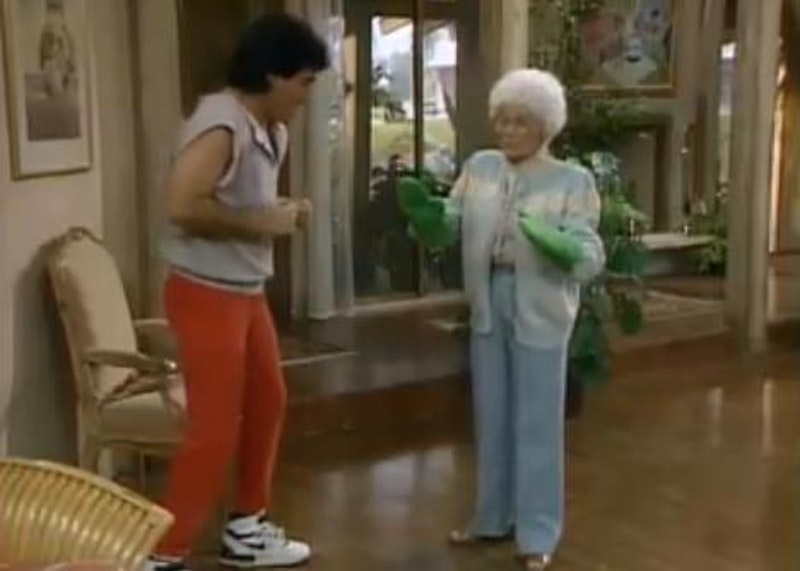 "#OnThisDay March 4, 1990, #GoldenGirls aired S4E18 ""Fiddler on the Ropes""  Sophia brings home a #boxer - a fighter, who has a secret. #EstelleGetty #RueMcClanahan #BettyWhite #BeaArthur #ChickVennera #PrizeFighter #tbt @BettyMWhite"