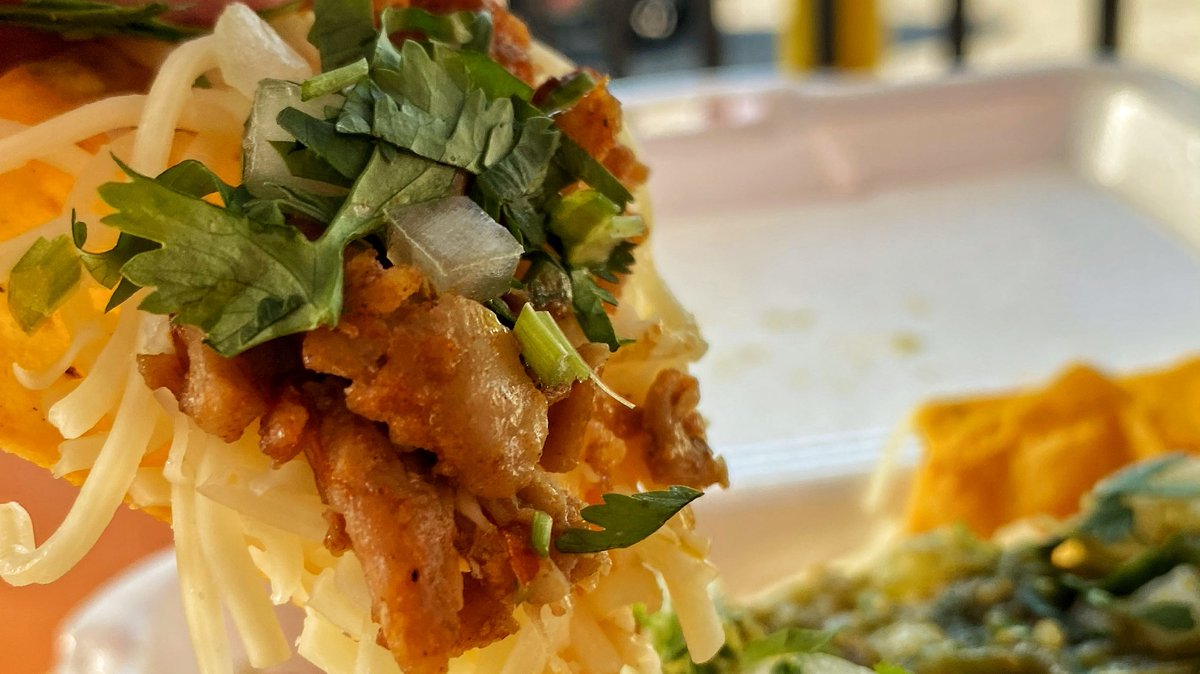 Eating some nachos, just in queso 🧀 ❤️  #NachoLifestyle  #TaqueriaHoy #Open24Hours #Authentic #OrangeCounty #Taqueria #Taco #Asada #TheOC #Burrito #AlPastor #MexIcanAmerican #Jalisco #Arandas #Dtsa #SantaAna #Orange #Anaheim #Tustin #Lunch #Dinner #SmileHoy https://t.co/zYCaMkvWIJ