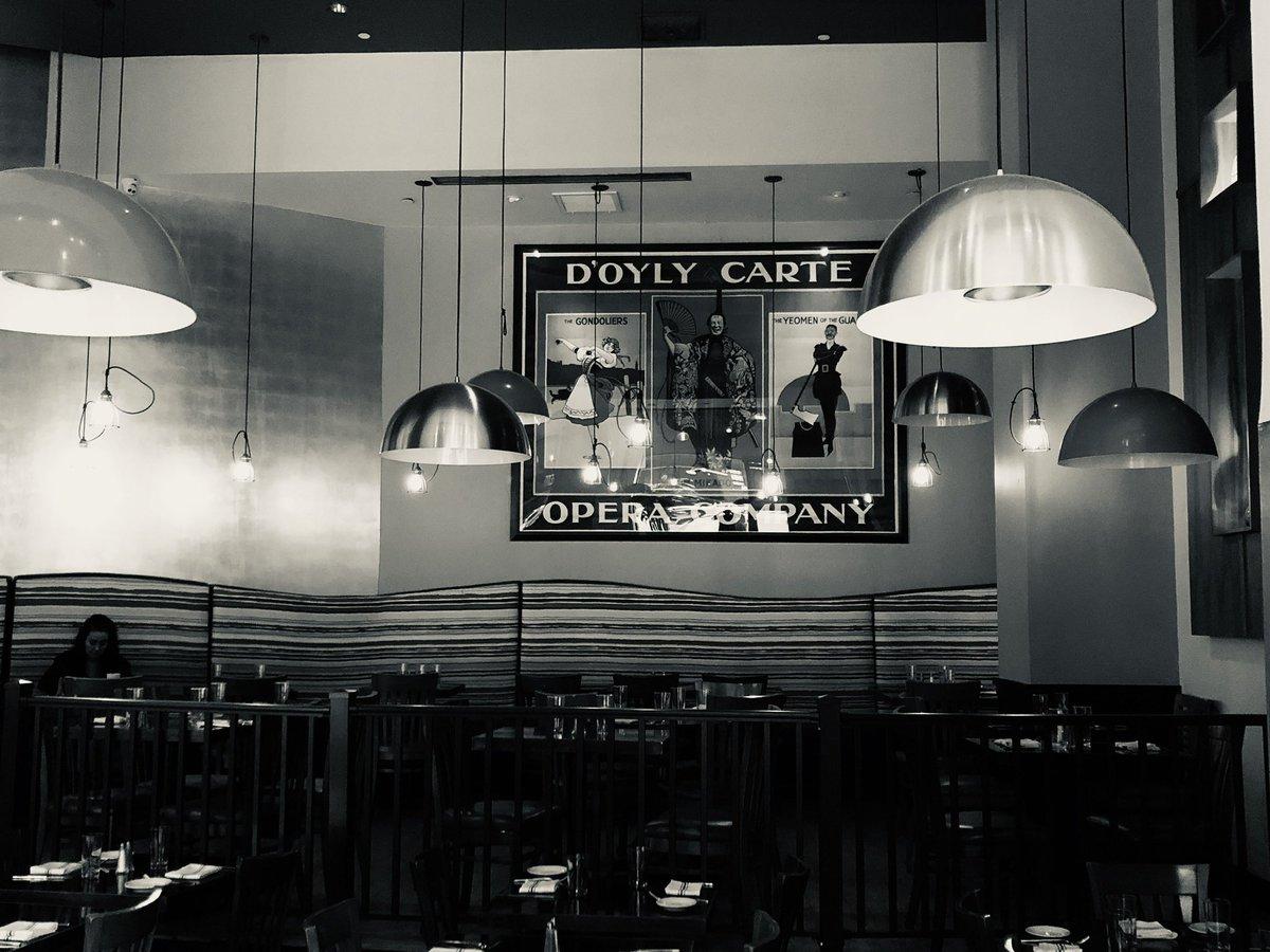Floating Lights... #newyork #manhattan #timessquare #restaurant #restaurantlights #architect #architecture #interiordesign #architecturelovers #architecturedesign