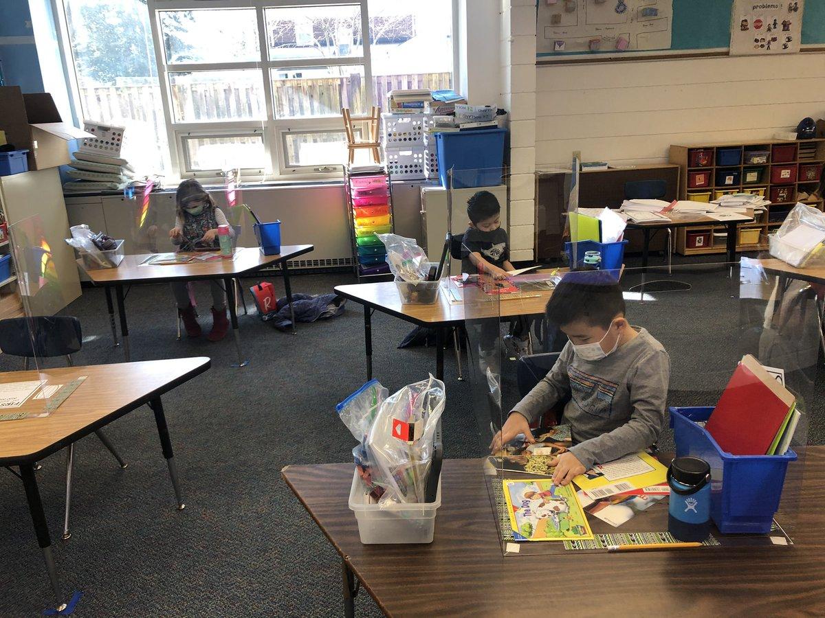 ¡Estos estudiantes de jardín de infantes y segundo grado hicieron un trabajo increíble en la escuela hoy! No puedo esperar a mañana 😊 @KWBWinter @KWBJurkevics @KWBTorres #kwbpride https://t.co/ntBHsD2BQe