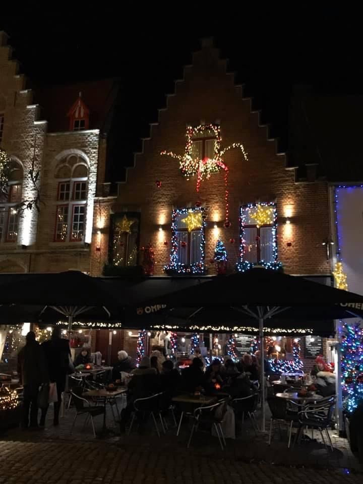 Good night my sweet elves. May you dream of Christmas🎄🎅🏻 #noel #Christmas #goodnight #countdown #winter #christmascountdown #christmasspirit #christmas2021 #holidays #christmasmagic #santa #santaclaus #believe #ChristmasMovies #MovieReviews #lights #night