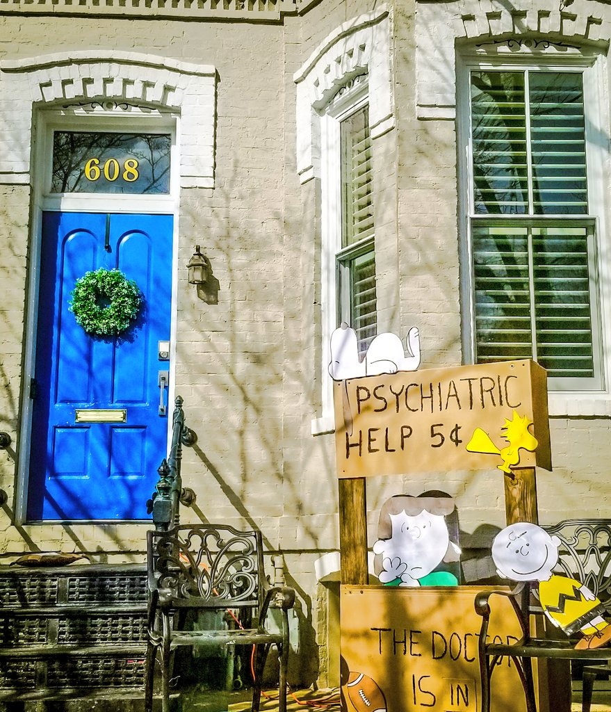 THE DOCTOR IS IN #CapitolHill neighbors taking #UniversalHealthCare into their own hands! #WashingtonDC   #Bernie2020 #Berniememes #BernieSandersMittens #Health @theHillisHome @bern_identity