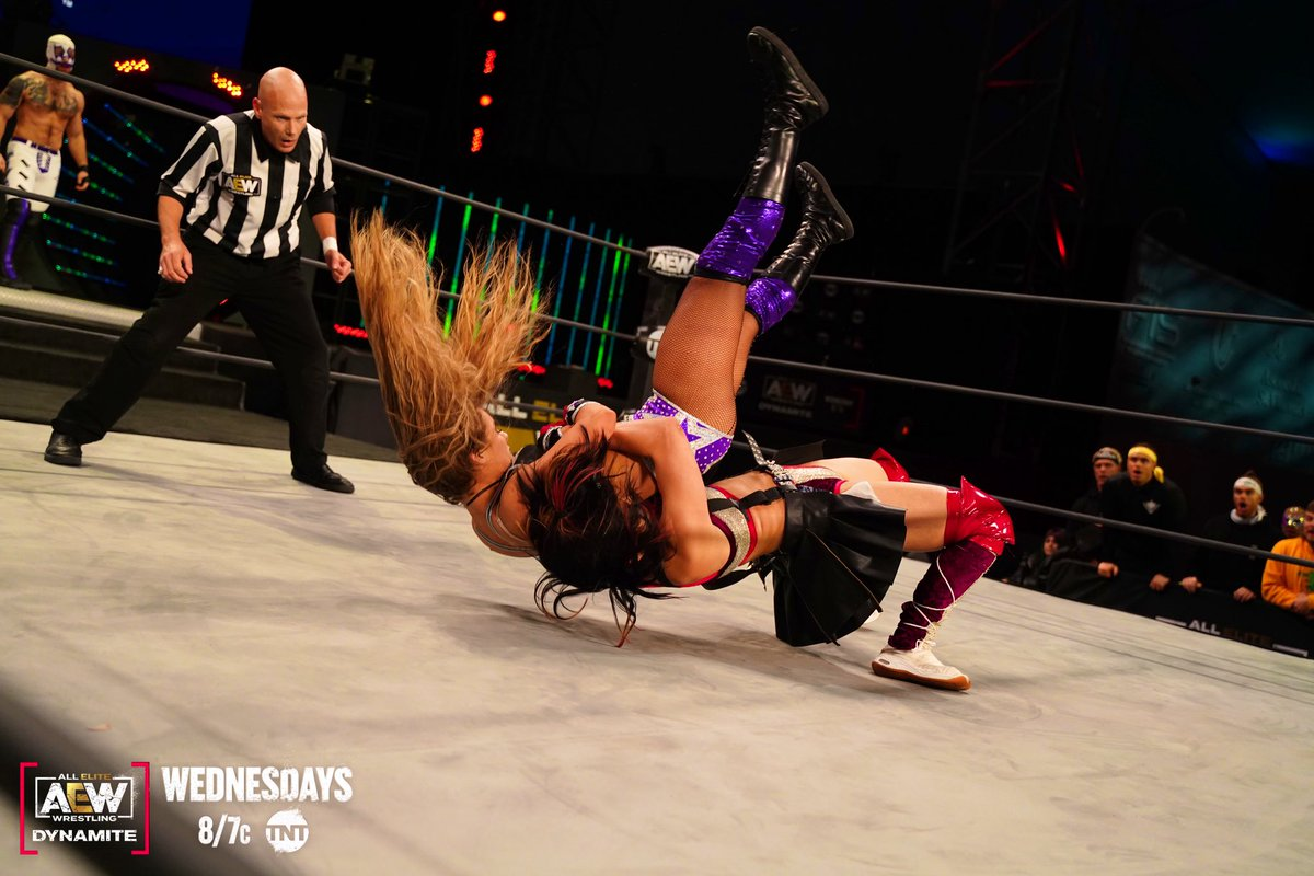 Women's wresting. Injury photo is from over 2 years ago. But you get the point. 👏🏼💜