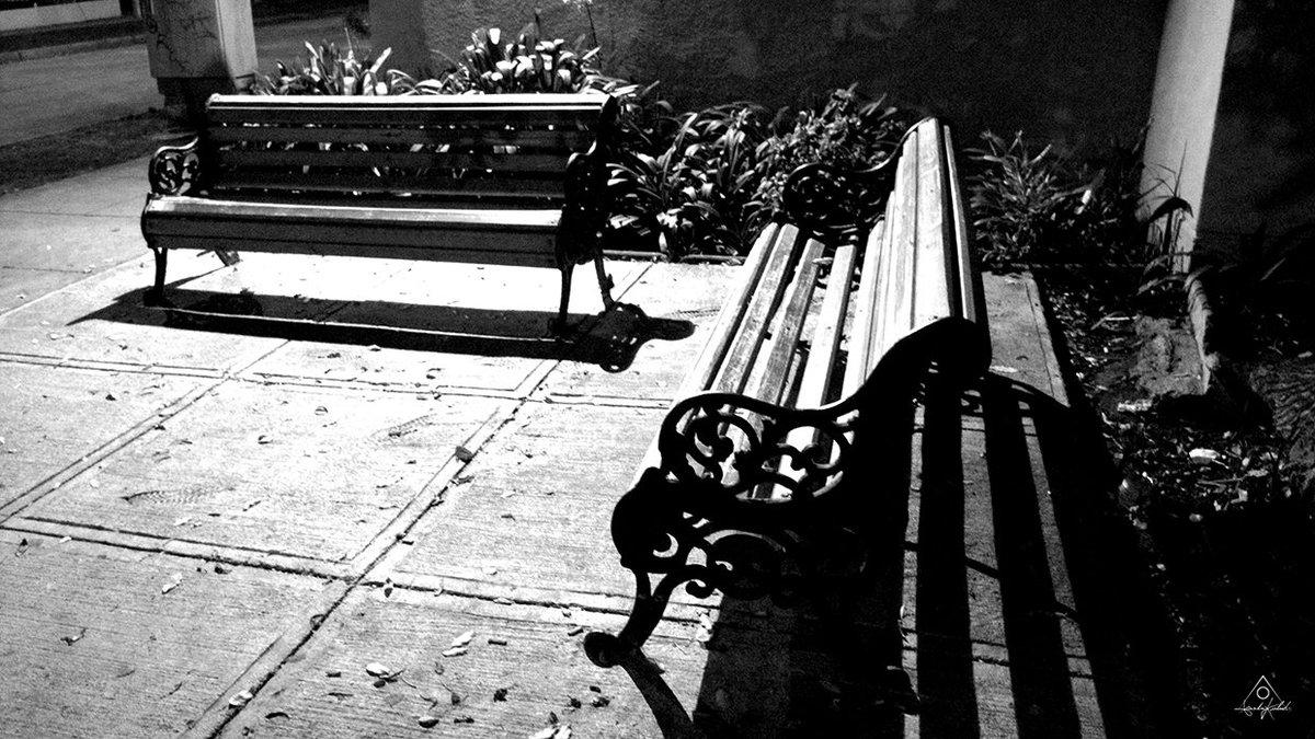 A SIT FOR THE LOVERS [©LeonardoKubrick]   #photos #fotos #photographer #fotógrafo #photography #fotografía #cameraman #foto #photo #photograph #leonardo #kubrick #leonardokubrick #sit #asientos #banca #blancoynegro #blackandwhite   #noche #night #light #shadow #luzysombra