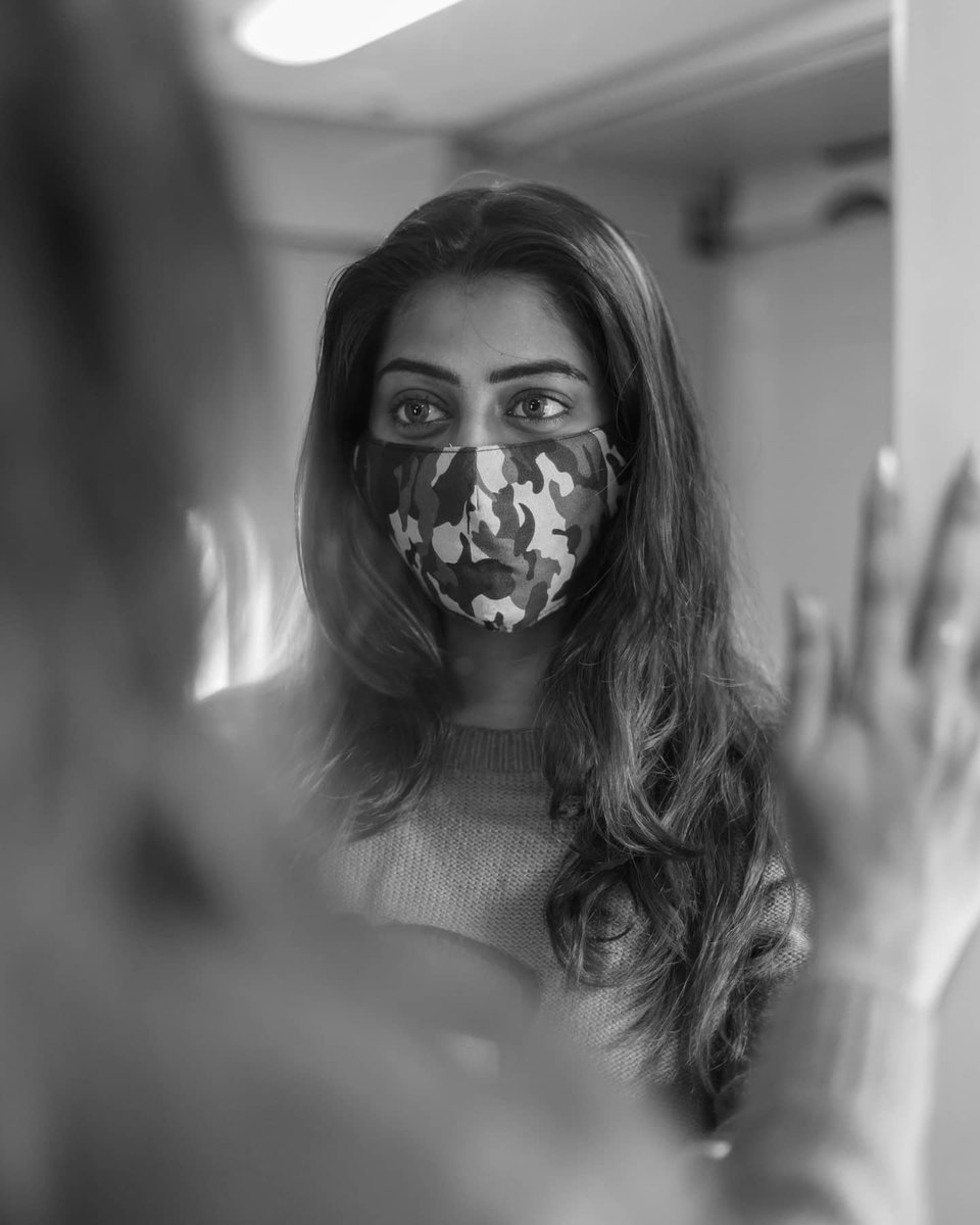 நீ இமைக்கும் அழகைக் காண்பதற்காகவே இமைக்காமல் கிடக்கின்றன என் இமைகள்.  Photography @mickey__creations  . . #Kuhasini #kangal #eyes #nocosmetics #nomakeup #expression #mirrorselfie #travelphotography #train #blackandwhite #tamilactressFYI #tamilachi #trainpics #mirrorpic