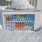 北海度ではよくある光景?雪深い岩見沢では自動販売機が雪から顔を出す!