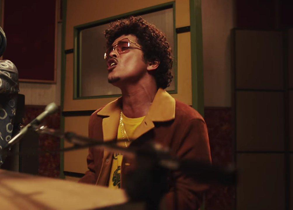 dios, volver a escuchar su hermosa voz cantando otras letras me devolvió mil años de vida😭  #BrunoMars  #SilkSonic