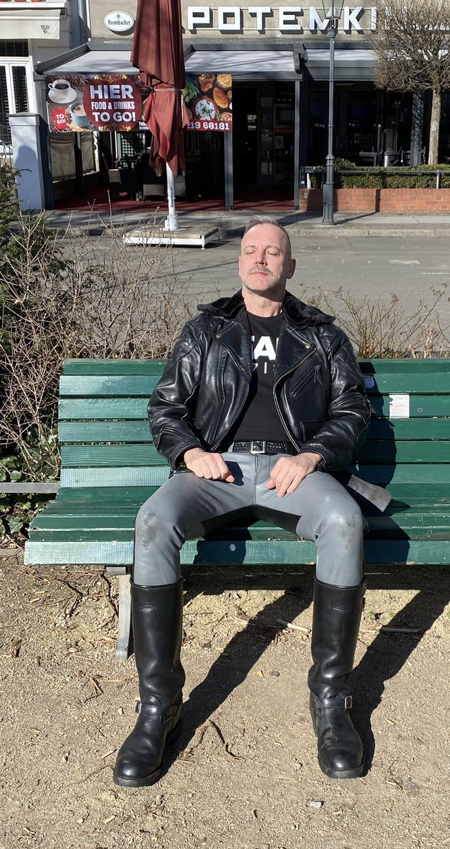 Enjoying the beautiful #Friday in the #sun off work. A 4-days-long-weekend has its good sides ! #Langlitz #leather #Wesco #boots #Berlin