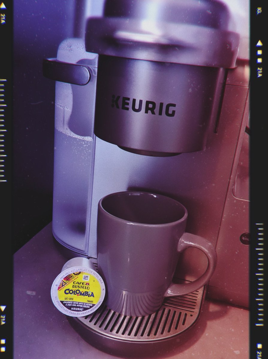 How I like my mornings.... Really good cup of coffee and a beautiful sunrise ☕🥰❣️🔥  @cafebustelo @keurig   #riseandshine #riseandgrind #cupofjoe #morningjoe☕️ #morningintentions #morningenergy #saturdaymorning #saturdayvibes #happy #coffeeaddict #coffeelover #cafebustelo #love