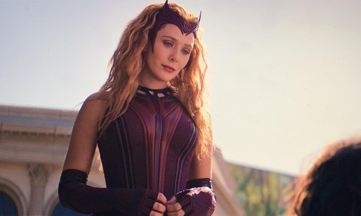 bueno lo único que voy a decir es toda a wanda con el traje de scarlet witch #WandaVisionFinale
