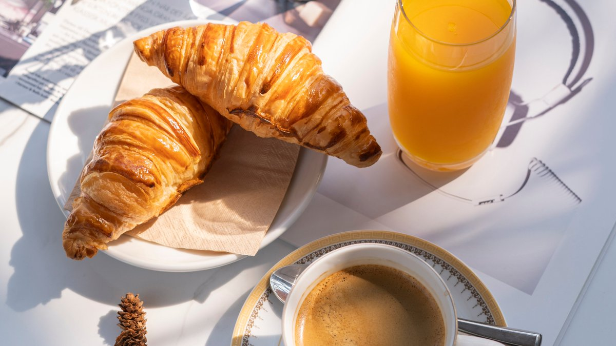 How to do #breakfast like a Parisian?  With a warm cup of coffee, orange juice and freshly-baked croissant of course! Join us and Bangkok's favourite french @chefherve1 Phar-Ram IV Bistro tomorrow. 😋 📲022336070 @GuruMagBKK #Bangkok #chefs #SaturdayMorning