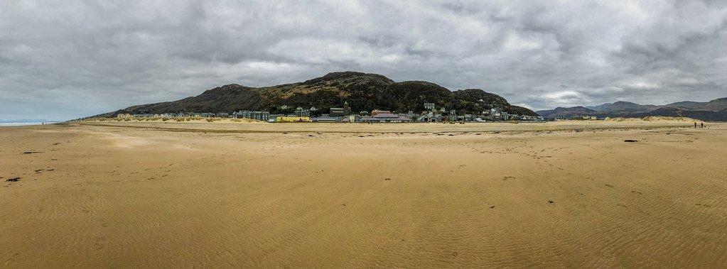 Barmouth #photography #photo #wales #barmouth #beach #coast #sand #cloud #iPhone