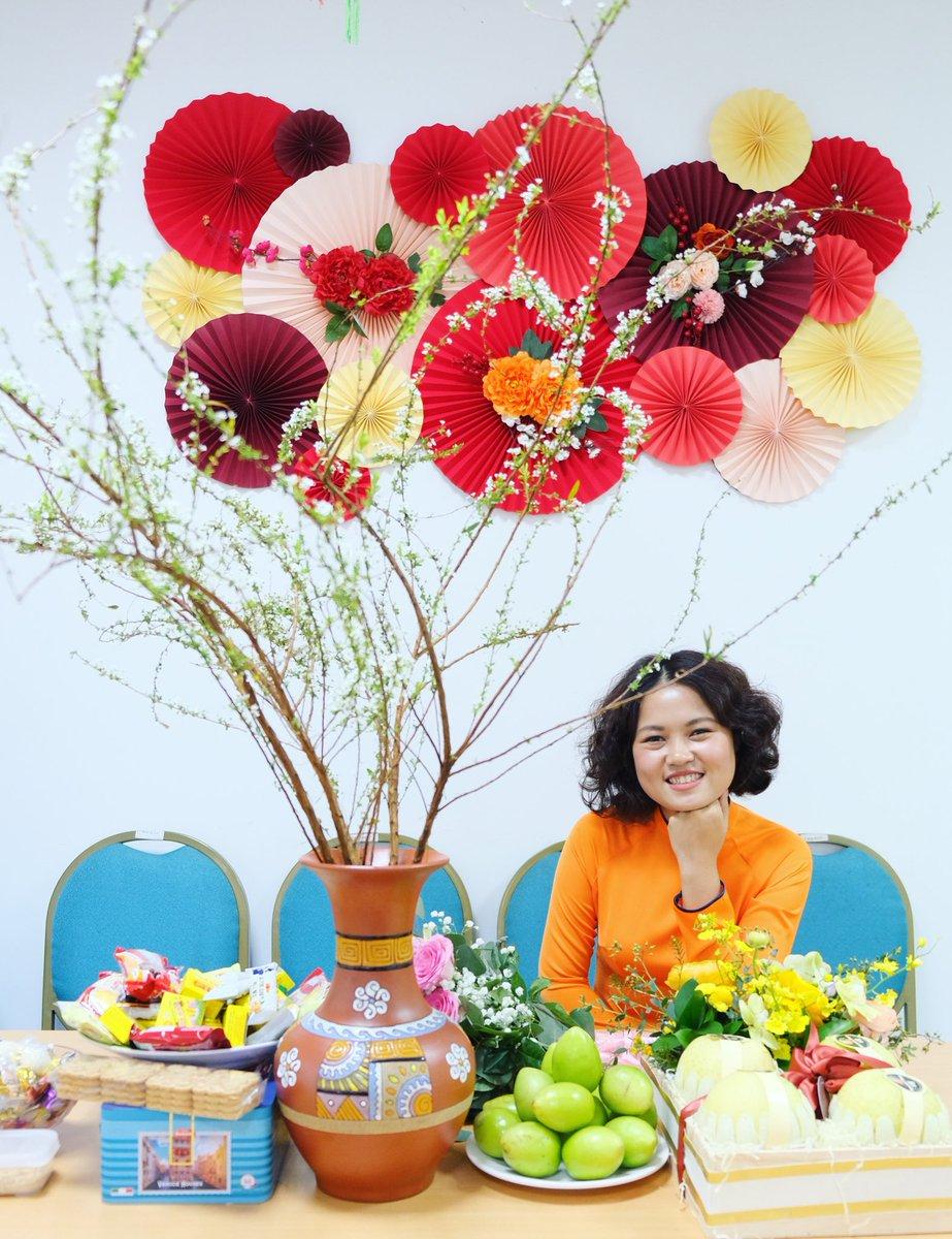 #8/3 Ảnh chụp ngoài sảnh chính công ty có rất nhiều hoa và quả nhưng ko ưng bức nào. Chắc phải đổi quả tóc thôi :)))) #lol