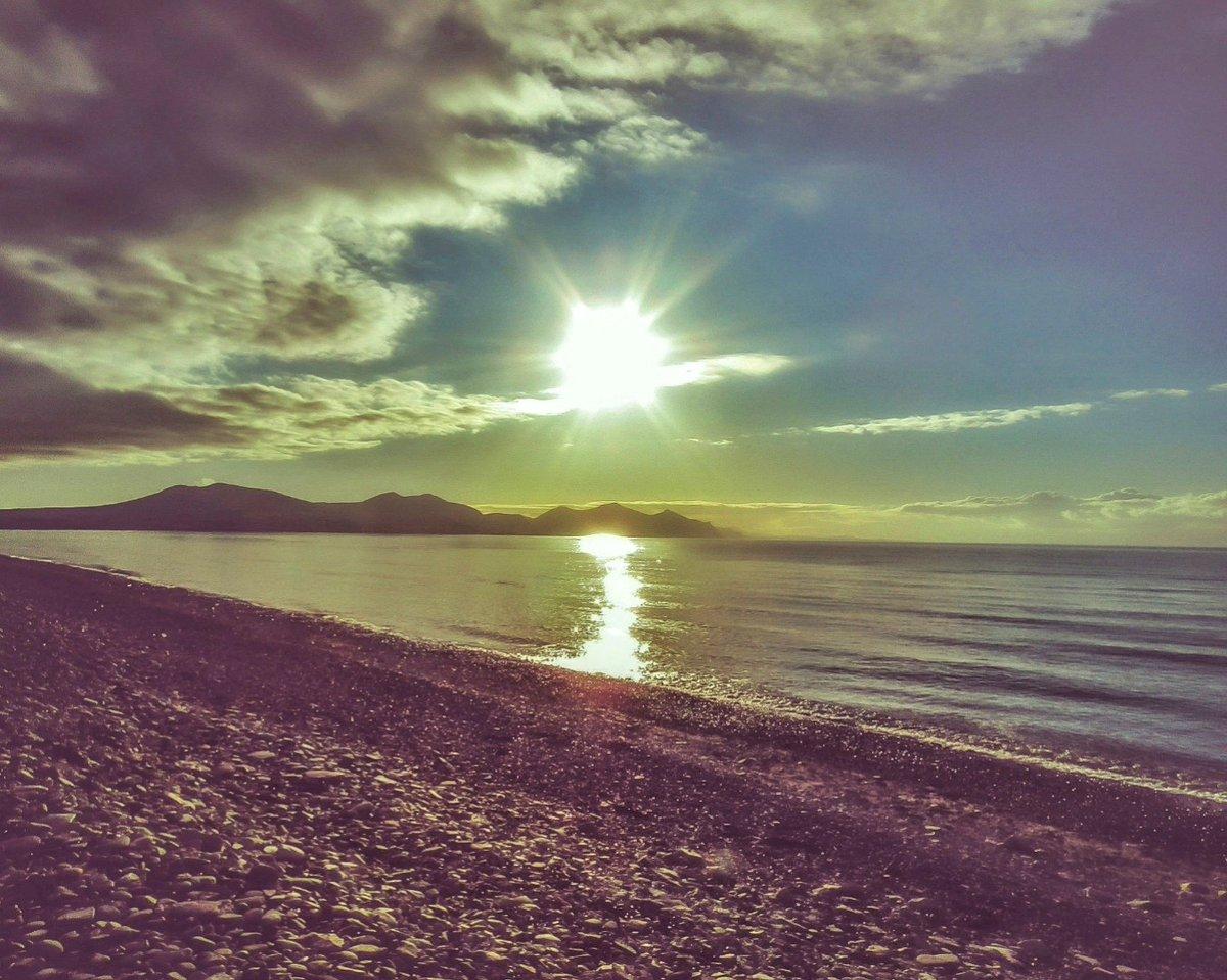 'Sunshine Shimmers Upon The Sea', Yr Eifl From Dinas Dinlle 🌊💫🌄⛱🌊 @Ruth_ITV @DerekTheWeather @ItsYourWales @BBCWalesNews @BBCCountryfile @BBCCymruFyw @itvcoastcountry @NTWales @BangorWalesNews @nationaltrust @CaernarfonEGCK #LoveAnglesey #NorthWales #ThePhotoHour #beach