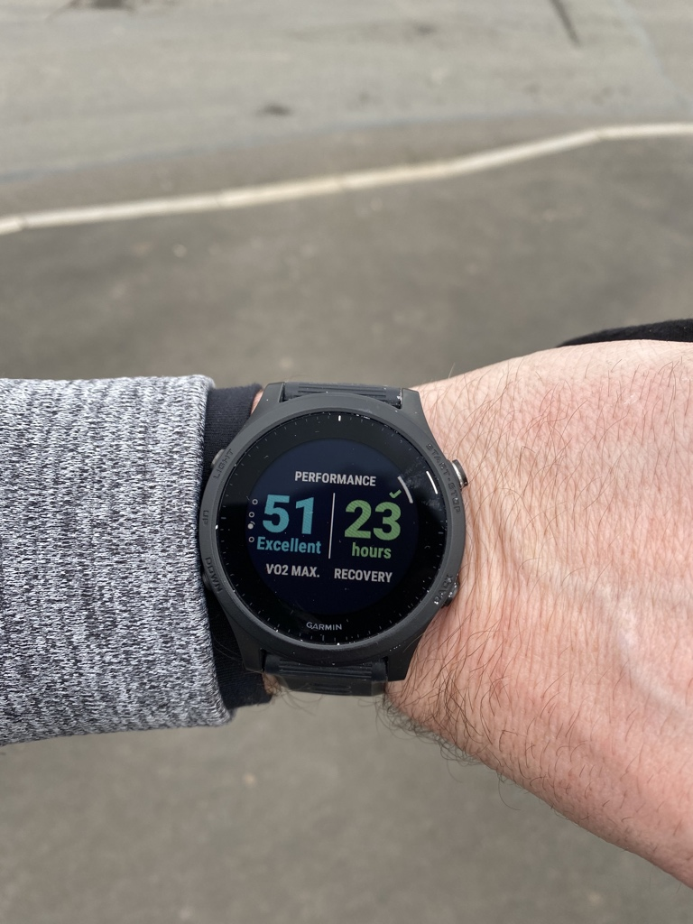 Run 42 of the year 2021.   A quick 5k.   Anybody got any idea on VO2 max numbers? It says excellent but does that mean for an aging wobbly clown like me? Even so, I'll take it 😂  #High5 @GarminUK