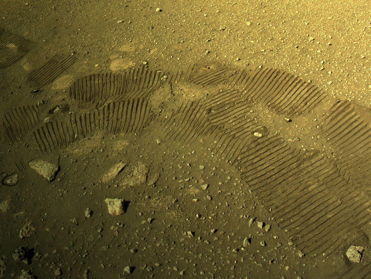 Mars 2020 (Perseverance - Ingenuity) : exploration du cratère Jezero - Page 4 EvtkGefWYAARRQH?format=jpg&name=large