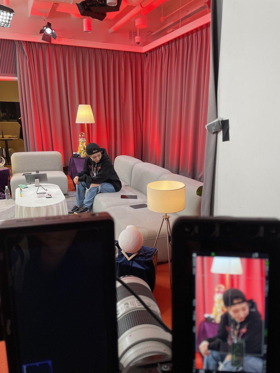 Replying to @RBW_MAMAMOO: [#문별]  우리 무무 여러분 잠시 후 9시 네이버 나우 'studio 문나잇' 본방사수하면서 행복한 하루 마무리하세요❤🖤  #마마무 #MoonByul #studio문나잇