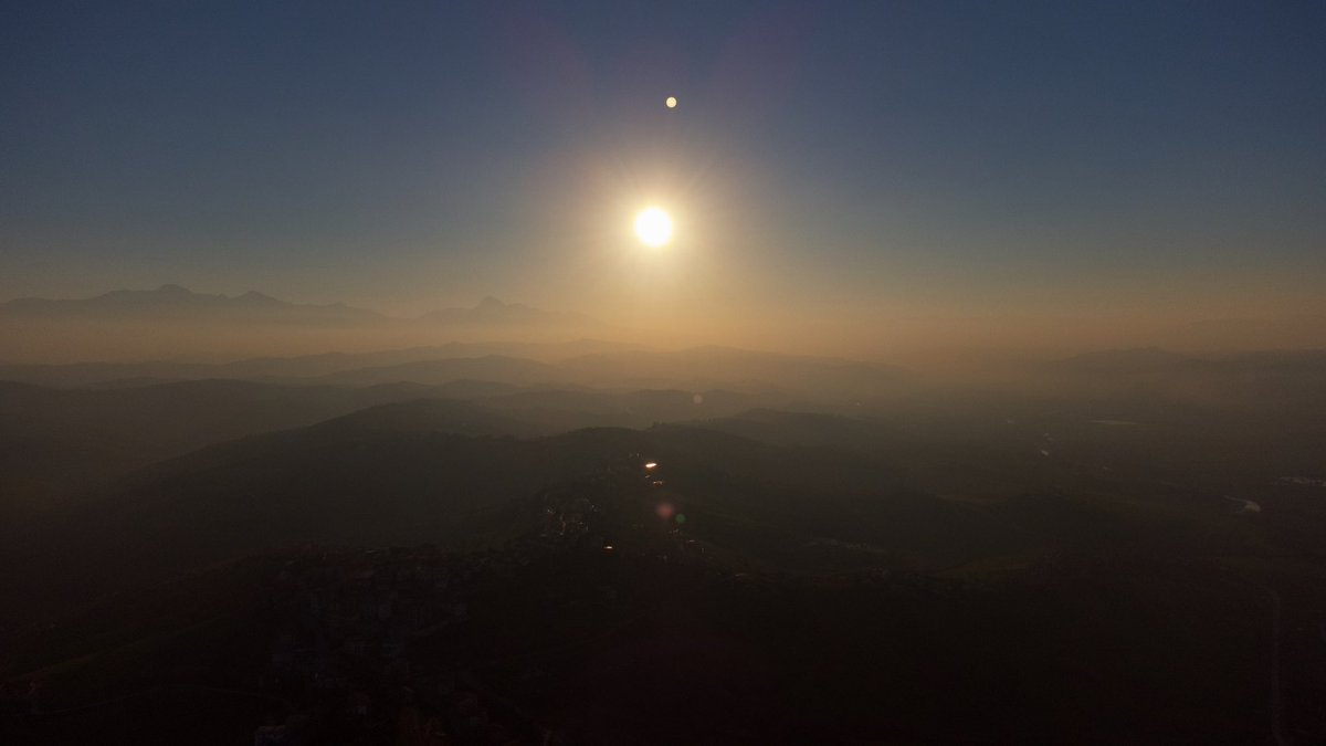 Tramonto con nebbia… Sole e Luna nella stessa foto! #dji #djimini2 #panorama #sunset #sun #moon #together #space #astronomy #beautiful