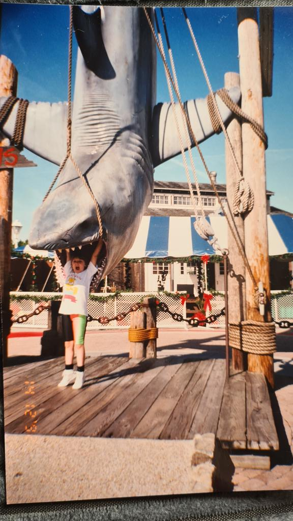 I've loved @UniversalORL since I first went in 1992! Excuse the neon shorts, this was 90s fashion! #universalstudios #universalorlando #universalstudiosorlando #jaws #jawsride