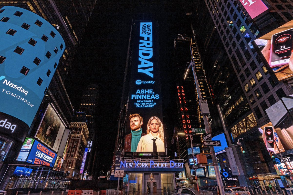 RT @ashemusic: BABY'S FIRST TIME SQUARE BILLBORD THANK YOU @SPOTIFY 🥺 https://t.co/xq8jwO7yZm