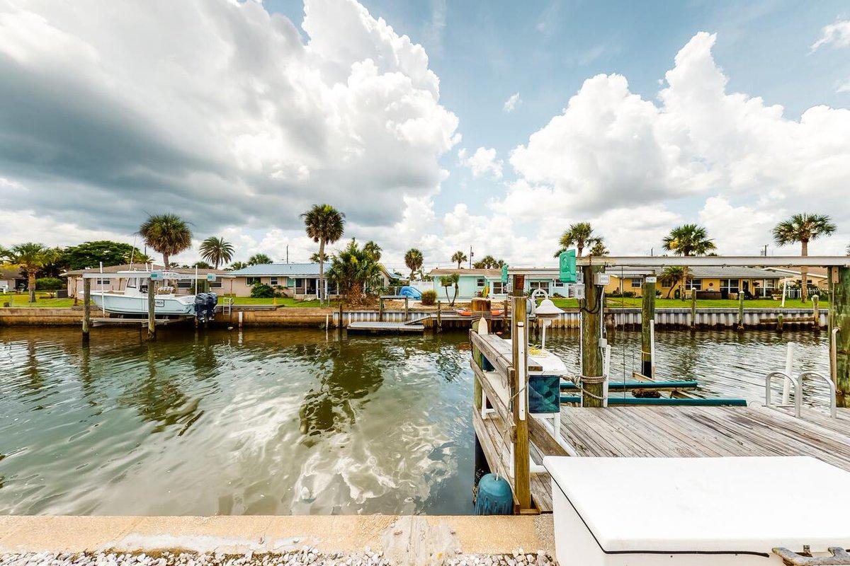 Coconut Row Oasis - Port Orange😀 👍 * #ormondbeach #travel #mp_traveldestination #mp_florida #florida #mp_unitedstates #travelgram #mp_unitedstates_florida #visitflorida #traveling #beach #travelphotography #travelblogger #traveler #traveller #wanderlust✴️