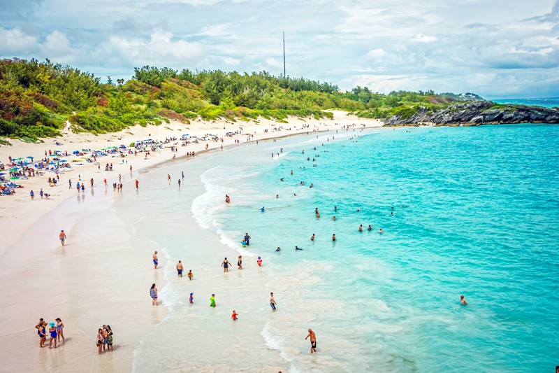Horseshoe Bay beach in Bermuda, the island of eternal spring and a reminder of days gone by :) #HorseshoeBay #Bermuda #Beach #Island #Travel #TipTopTravelShop