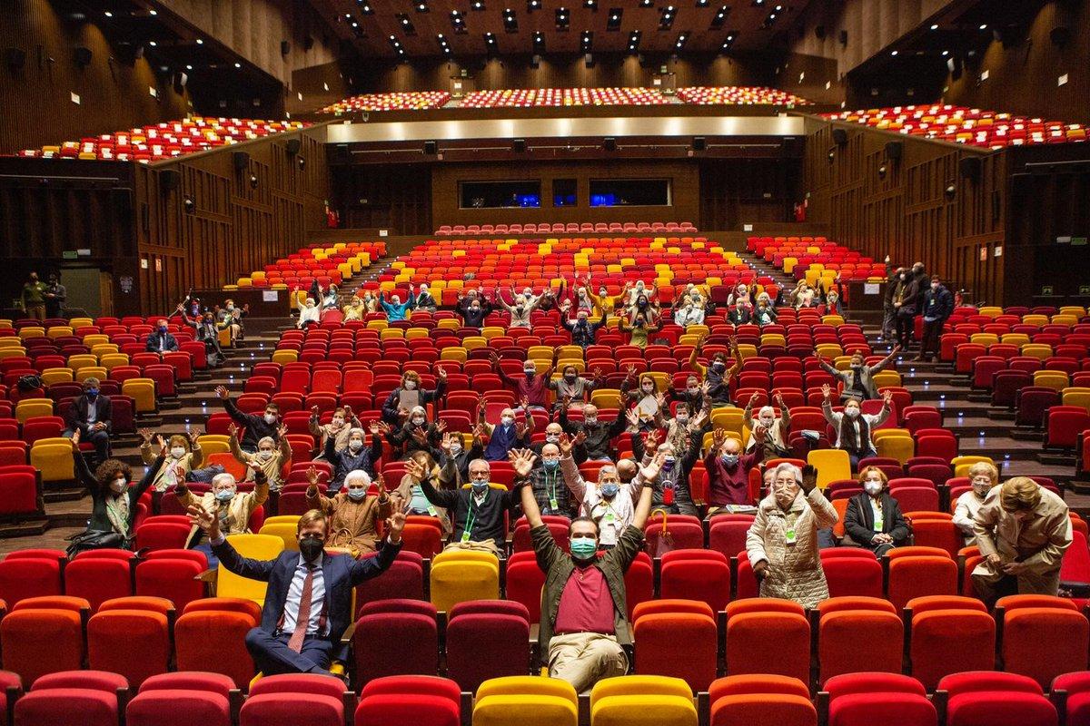 """test Twitter Media - 🎭 @CartujaCenter sube el telón para mayores inmunizados de Sevilla. Cumpliendo con todas las medidas de seguridad, residentes de nuestros asociados han disfrutado de la función de teatro """"Cosas de niños"""" de Los Compadres, @mundoficcion y @Albertoemen. 💚🧓 #CulturaSegura https://t.co/ANda3xbRmM"""