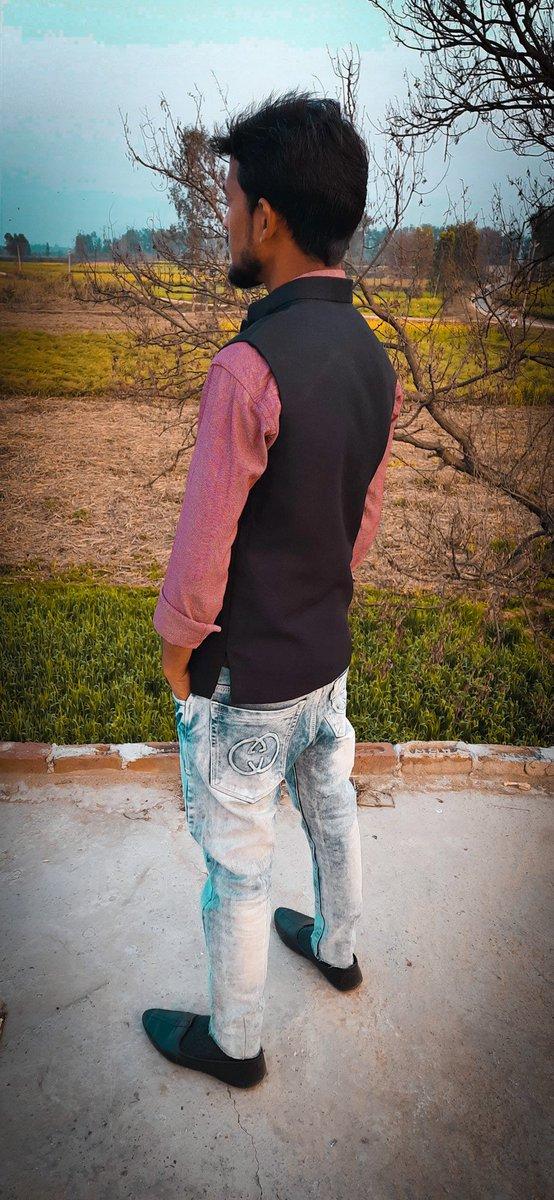 Being alone to enjoy your own company is better than being surrounded by fake people.  #iadeshbabu #adeshbabu #FridayVibes #FridayThoughts #fridaymorning #keepwalking #KeepSmiling #keeploving