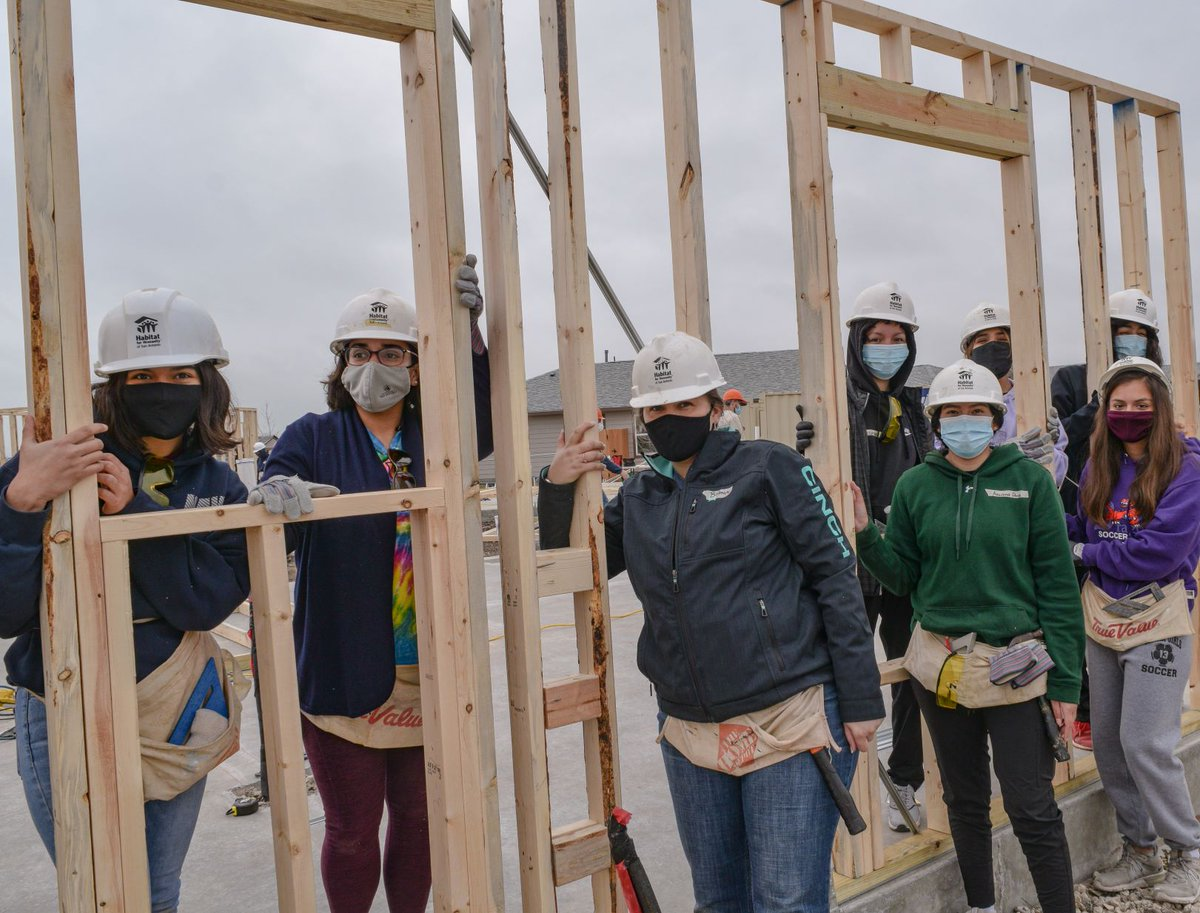 #FactFriday: 45 facts to celebrate 45 years of Habitat for Humanity of San Antonio! 👷‍♀️ In a normal year Habitat usually sees about 15,500 individual volunteers on our build site. Our #volunteers help to make affordable homeownership a reality for our San Antonio community.