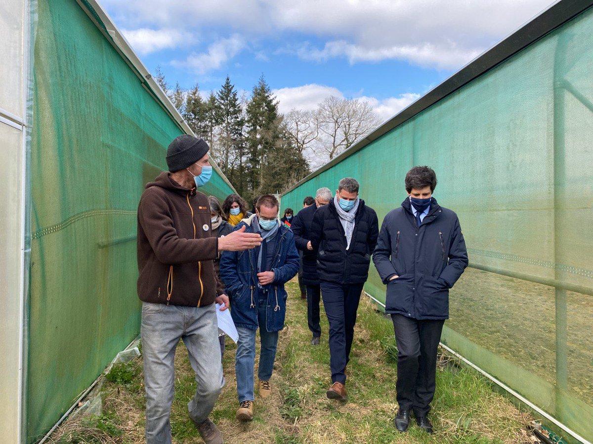 A l'occasion de #Salonàlaferme, après-midi d'échanges à Maure-de-Bretagne chez M. Floch, un agriculteur passionné.  Merci pour votre accueil et ces échanges. https://t.co/3G0HpmVCGr