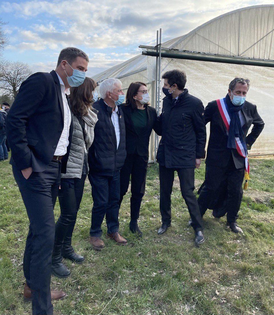 «Salon à la ferme» maraîchère chez Gwenaël Floch à Maure-de-Bretagne en présence de @J_Denormandie @NicolasGirod3 porte-parole @ConfPaysanne sur les «oubliés de la #PAC»: mieux valoriser la qualité, adapter les ambitions de la #PAC aux défis actuels: eau, biodiversité, climat.. https://t.co/wKqidSsVzO
