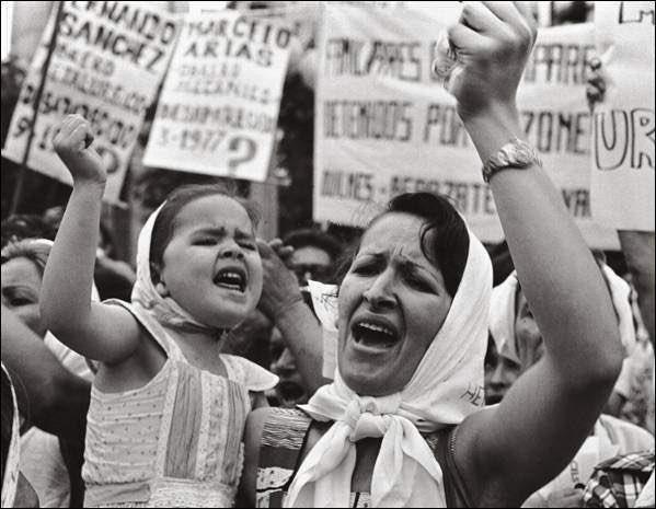 @telegraaf De dwaze moeders komen in opstand🤦🏽♂️ #IkSpreekMeUit #versoepelingen #AvondklokProtest #avondklok #StemZeWeg #Rutte #Verkiezingen2021 #COVID19 #dwazemoeders