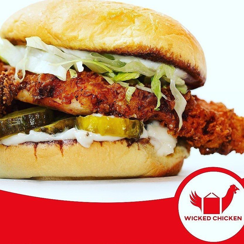 Chicken Sandwich Time From @wickedchickenca #chicken #chickensandwich #yummy #Mississauga #Meadowvale #fresh #original #nashville #korean #dinner #restaurantsarefamily #supportlocal #yum #spicy #sandwhich #Streetsville #Weekend #takeout #delivery #Wings