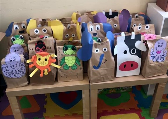 Happy to support our community with these #fun, #healthyfood snack bags made by #volunteers from @UIAdvancement ! #united Photo Credit: @nlcpantry