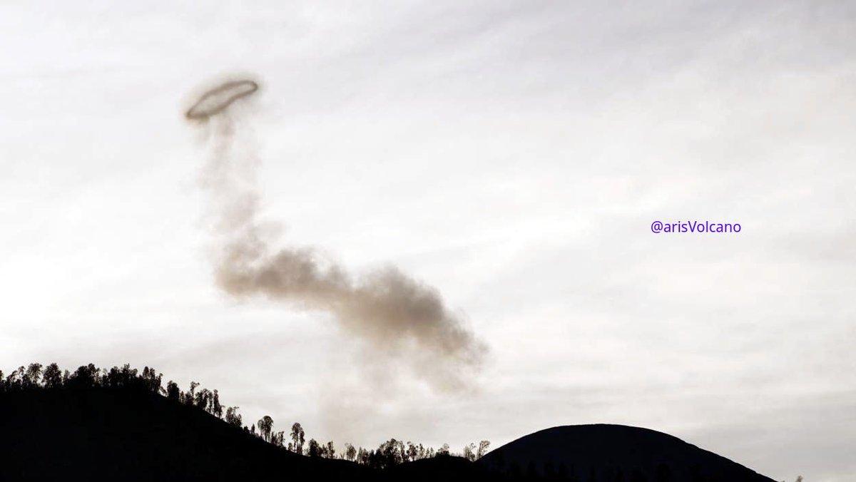 Volcano Smooking Ring Mt Semeru This morning, I saw semeru volcano from my window, and make smooking Ring #semeru #volcano #volcanoes #indonesia