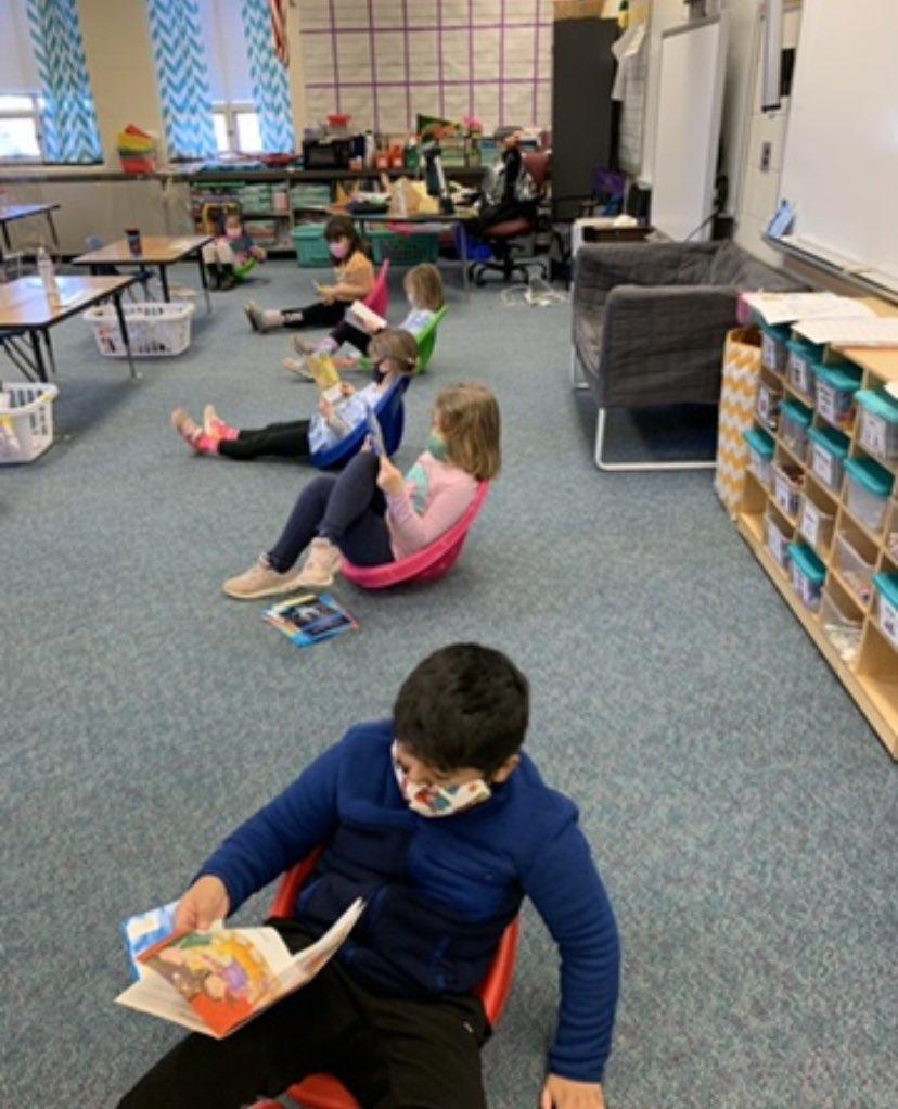 RT <a target='_blank' href='http://twitter.com/GabyRivasAPS'>@GabyRivasAPS</a>: Kindergarten <a target='_blank' href='http://twitter.com/BarcroftEagles'>@BarcroftEagles</a> 💙 to read!!  <a target='_blank' href='http://search.twitter.com/search?q=JustLikeOldTimes'><a target='_blank' href='https://twitter.com/hashtag/JustLikeOldTimes?src=hash'>#JustLikeOldTimes</a></a> <a target='_blank' href='http://search.twitter.com/search?q=readersworkshop'><a target='_blank' href='https://twitter.com/hashtag/readersworkshop?src=hash'>#readersworkshop</a></a> <a target='_blank' href='https://t.co/mJxBLS3gFs'>https://t.co/mJxBLS3gFs</a>