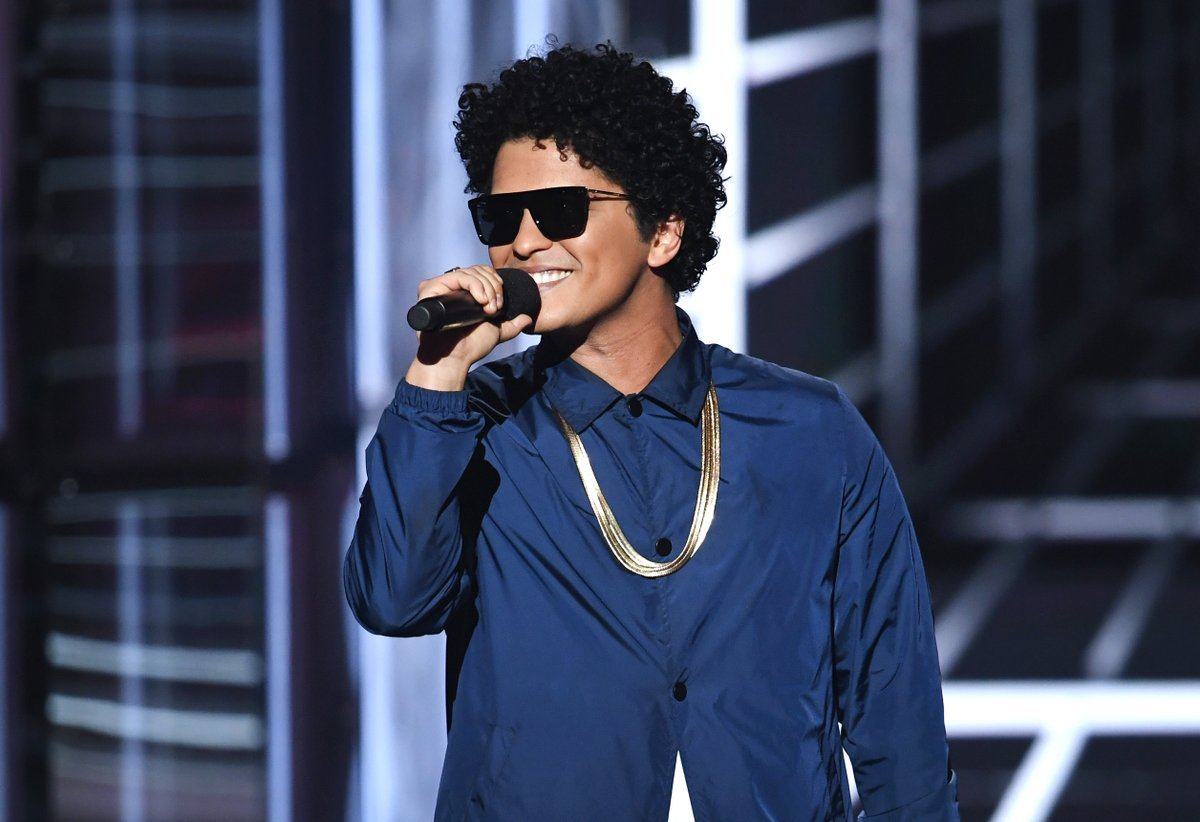 """Bruno Mars responded to cultural appropriation claims:   """"This music comes from love, and if you can't hear that, then I don't know what to tell you.""""  More: https://t.co/CPFatROmod https://t.co/sRODAOthVc"""