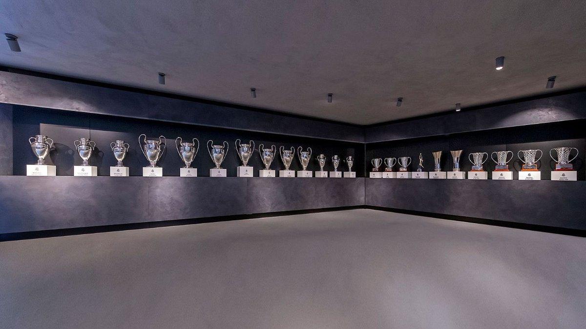 """-في مثل هذا اليوم تأسس من هو على قمة كرة القدم. -في مثل هذا اليوم تأسس صاحب اكبر الإنجازات بتاريخ كرة القدم. -في مثل هذا اليوم تأسس النادي اللي تخشاه كل الاندية. اكثر من حقق البطولات الاوروبية والمحلية 119 عام على تأسيس """"ريال مدريد"""" اعظم وافضل نادي بتاريخ كرة القدم #HalaMadrid"""