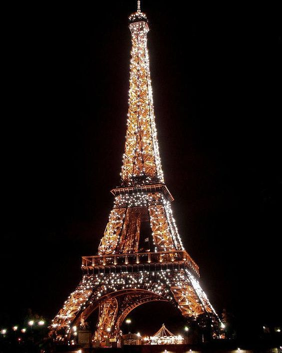 It's Friday night, let's go to Paris. But, don't forget to pack your Reza Be Obsessed. #Goals #Travel