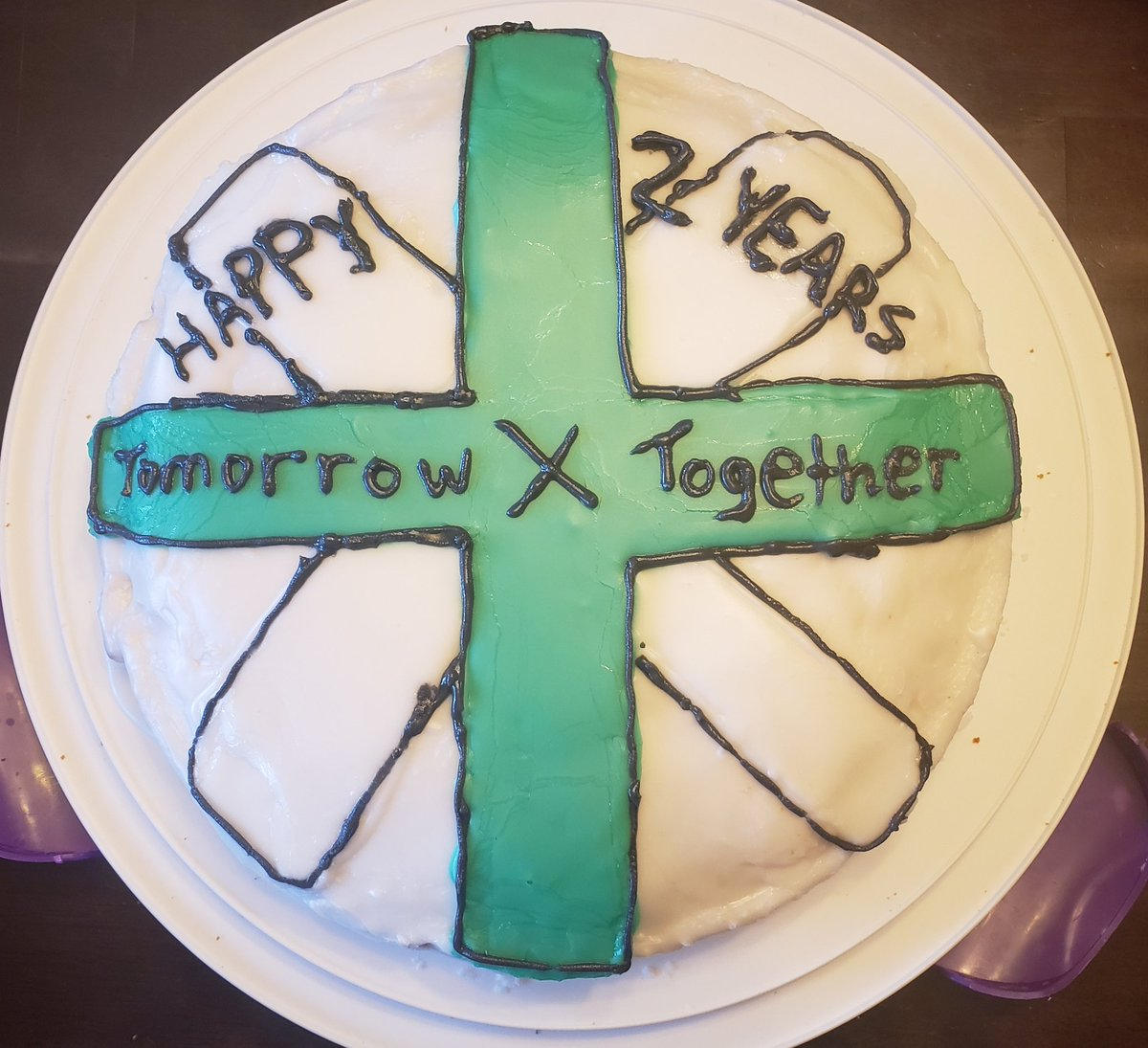 Pre-Concert Snacks And Cake!! ❤ #SHINExTOGETHER  #밝게_빛날_우리들의_두번째_축제  @TXT_members @TXT_bighit #TXT #TOMORROW_X_TOGETHER  #투모로우바이투게더