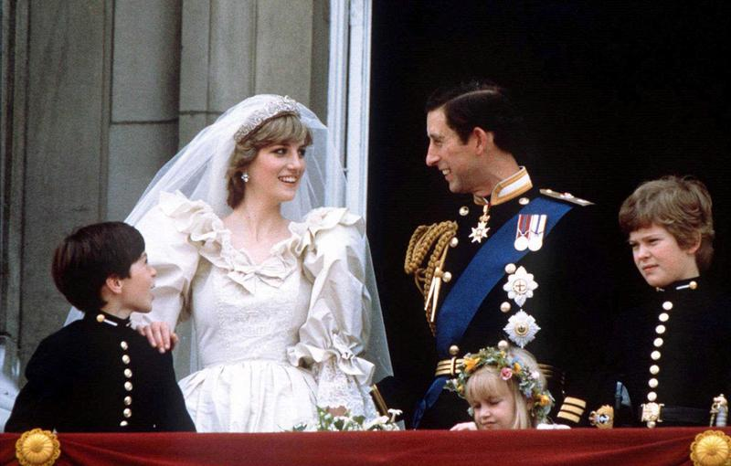 Factbox: Love, adultery and betrayal: Big British royal TV interviews https://t.co/qisyb9AF4T https://t.co/dQP6XUKHWg