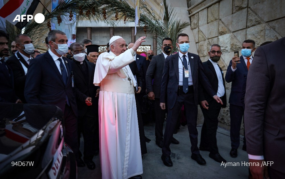 #UPDATES Iraq's Grand Ayatollah Ali Sistani, the top religious authority for most Shiite Muslims, hosts the head of the world's Catholics, Pope Francis, in the shrine city of Najaf Sistani almost never holds meetings but made an exception for Francis